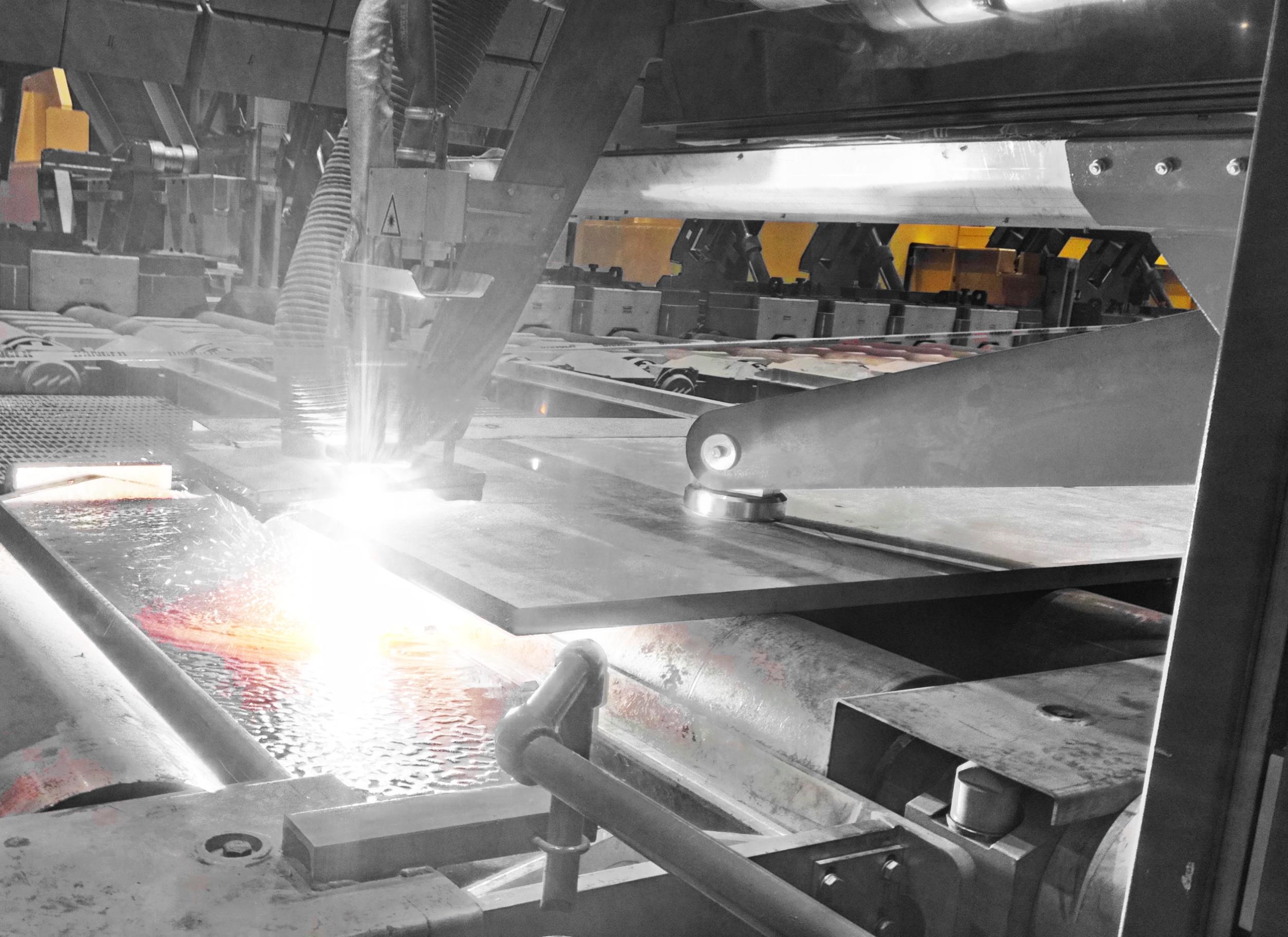механизированная плазменная резки экстремально горячего стального сляба
